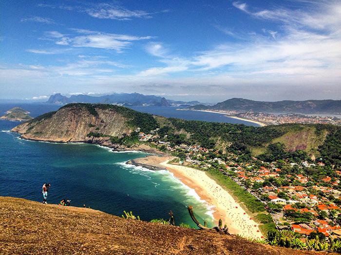 Praia de Itacoatiara considerada a mais limpa que as praias da Zona Sul