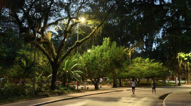 Campo de São Bento ganha nova iluminação com LED amarelo