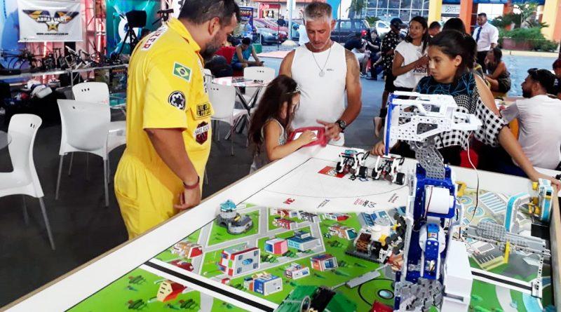 Aulas gratuitas de robótica no Niterói Shopping