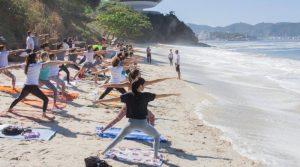 Yoga na Praia de agosto acontece neste domingo em Niterói
