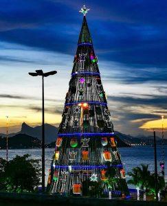 Espetacular: Árvore de Natal de Niterói tem 50 metros de altura