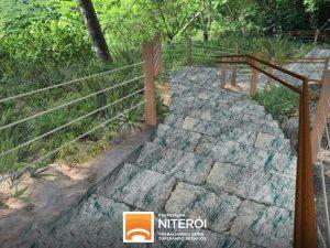 Praia do Sossego: escadaria de acesso entra em funcionamento