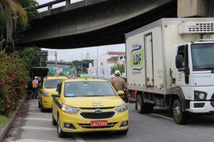Bloqueios no trânsito em Niterói são intensificados como medida para o combate do novo coronavírus