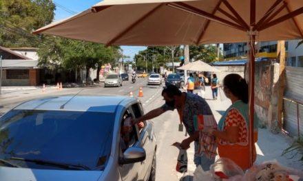 Distribuição de máscaras em drive thru na Região Oceânica