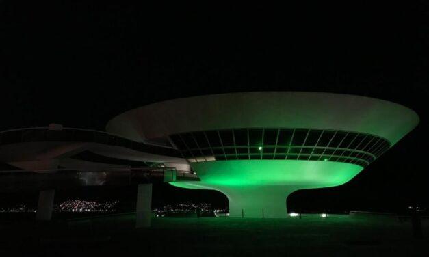 MAC Niterói recebe iluminação especial verde