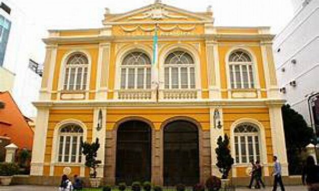Theatro Municipal de Niterói reabre ao público nesta terça com show gratuito