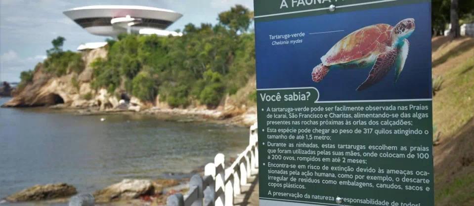 Praias de Niterói ganham placas sobre preservação da fauna marinha