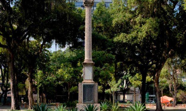 Praça General Gomes Carneiro, conhecida popularmente como Praça do Rink.